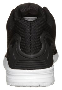 adidas Originals - ZX FLUX - Zapatillas - black1/black1/wht - 3