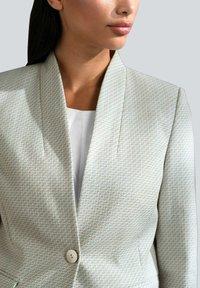 Alba Moda - Short coat - off-white/creme-weiß - 3