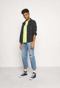 Obey Clothing - TAKE BACK THE PLANET - T-shirt z nadrukiem - neon yellow - 1