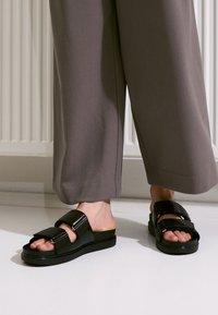Vagabond - ERIN - Pantofle - black - 4