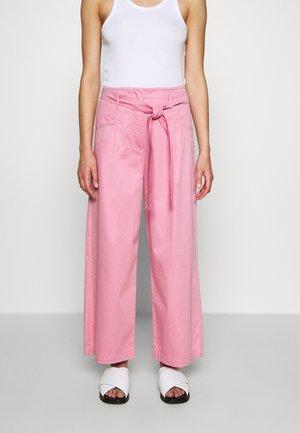 ERMETE - Spodnie materiałowe - pastel rose