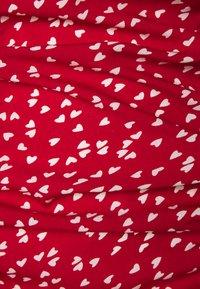 Missguided Petite - HEART PRINT RUCHED MINI DRESS - Shift dress - red - 2