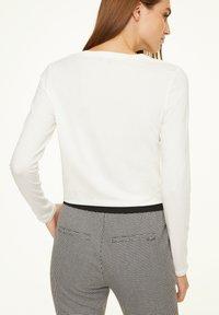 comma casual identity - MIT V-AUSSCHNITT - Long sleeved top - cream - 2