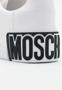 MOSCHINO - Tenisky - bianco - 5