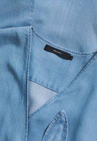 Vero Moda Petite - VMLAURA V-NECK - Combinaison - light blue denim - 2