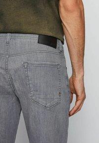 BOSS - Straight leg jeans - grey - 3