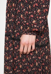 Vero Moda - VMALICE ANCLE DRESS - Maxi dress - navy blazer - 5