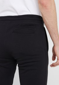 Bricktown - PANTS MAN SMALL BOOM - Jogginghose - black - 3