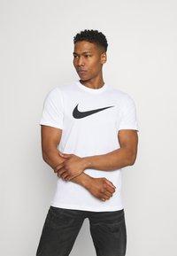Nike Sportswear - TEE ICON - T-shirt med print - white/(black) - 2