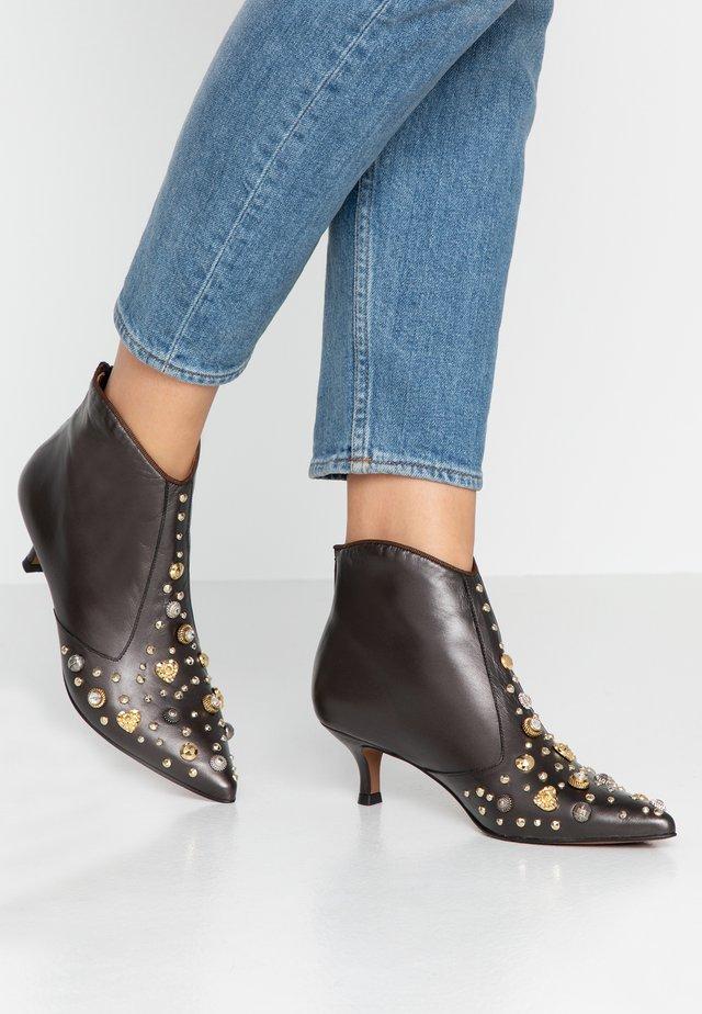 KATARI - Boots à talons - patina brown