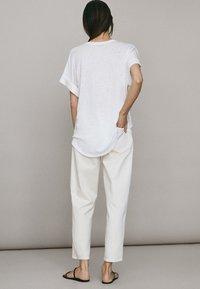Massimo Dutti - UMSCHLAG  - Basic T-shirt - white - 1