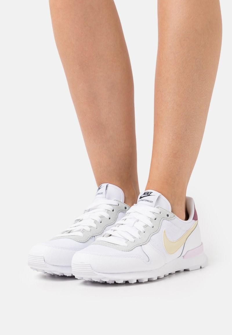 Nike Sportswear - INTERNATIONALIST - Trainers - white/lemon drop/regal pink