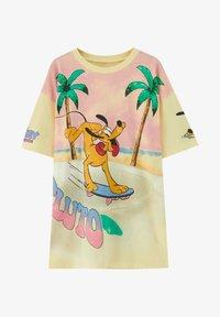 PULL&BEAR - PLUTO - Print T-shirt - yellow - 4