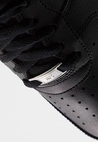 Nike Sportswear - AIR FORCE 1 '07 AN20 - Matalavartiset tennarit - black/white - 6
