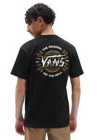Vans - MN ELECTROSTATIC OUTLINE S/S ELX - T-shirt med print - black - 1