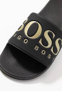 BOSS - SOLAR SLID LOGO - Pantolette flach - black - 5