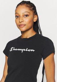 Champion - CREWNECK LEGACY - Printtipaita - black - 4