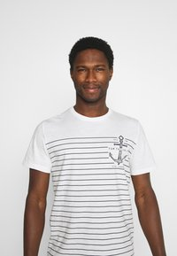 TOM TAILOR - PRINTED HARBOUR STRIPE - Print T-shirt - off white - 3