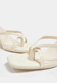 Bershka - Sandály na vysokém podpatku - off-white - 6