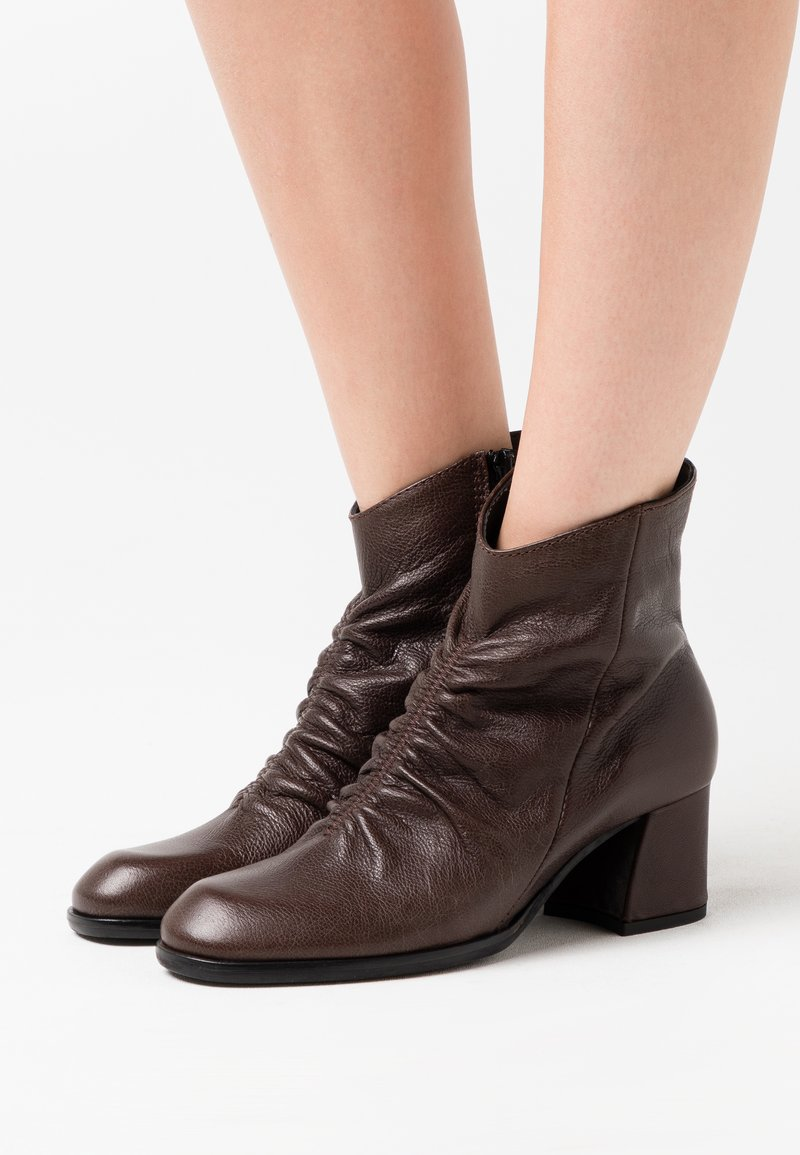 lilimill - TWISTER - Classic ankle boots - brown