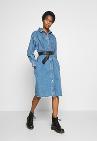 Topshop - LONG LINE SHACKET - Denimové šaty - blue denim - 1