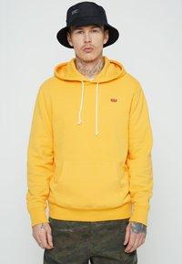 Levi's® - NEW ORIGINAL HOODIE  - Hoodie - yellows/oranges - 0