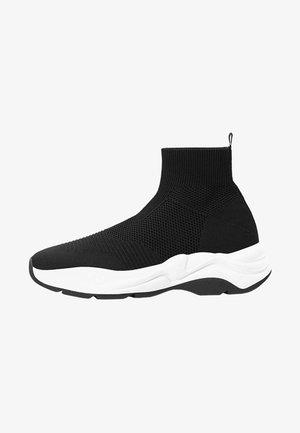 MIT ELASTISCHEM SCHAFT - Sneakersy niskie - black