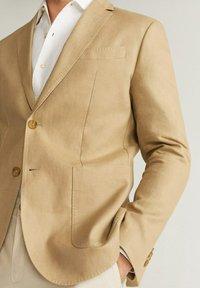 Mango - COLA - Blazer jacket - sandfarben - 5