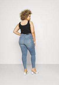 Vero Moda Curve - VMLORA - Jeans Skinny Fit - light blue denim - 2