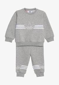 adidas Originals - OUTLINE CREW - Verryttelypuku - grey/white - 5