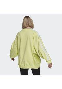 adidas Originals - OVERSIZED - Sweatshirt - pulse yellow - 1