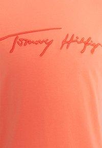 Tommy Hilfiger - SIGNATURE GRAPHIC TEE - Print T-shirt - summer sunset - 2