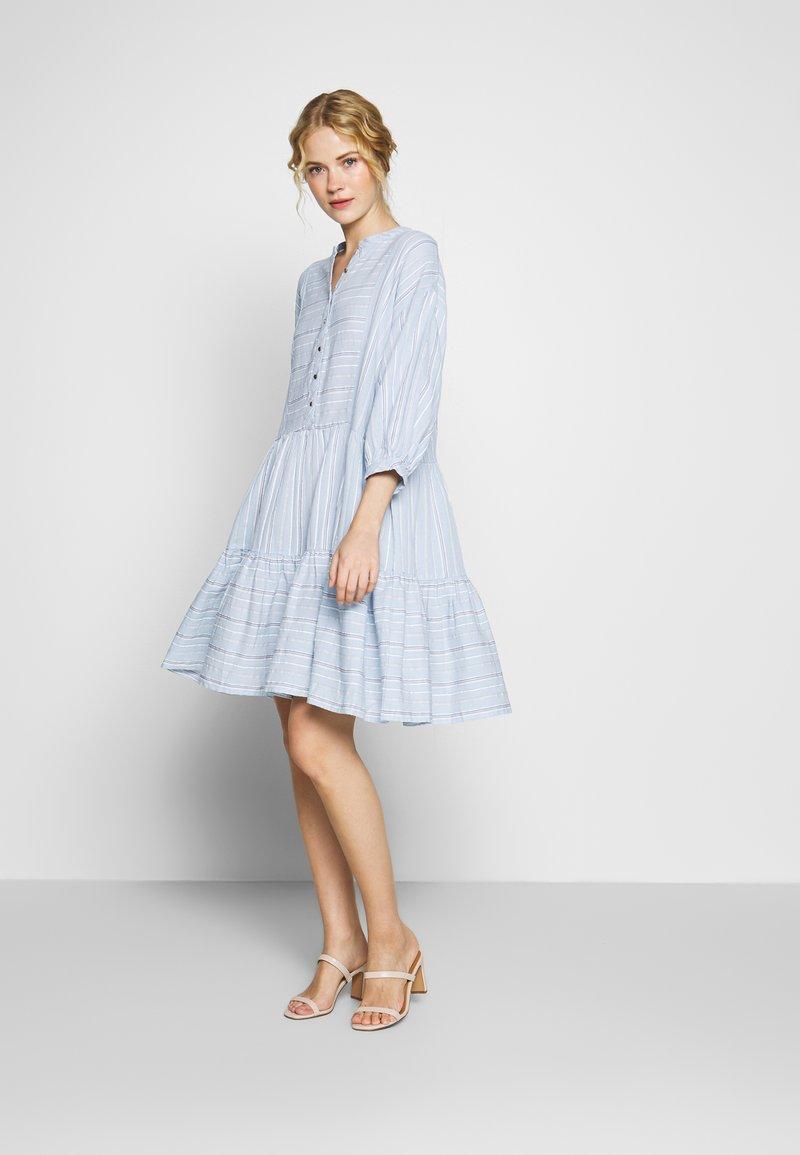 Culture - CUAMINE DRESS - Shirt dress - cashmere blue