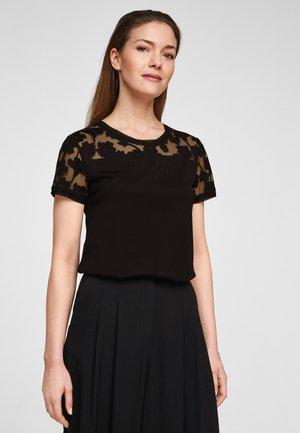 Print T-shirt - black florals