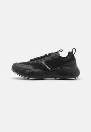 RUNNER  LACEUP  - Trainers - full black