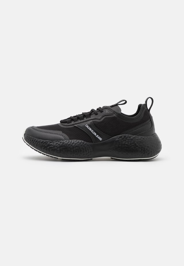RUNNER  LACEUP  - Trainers - full black