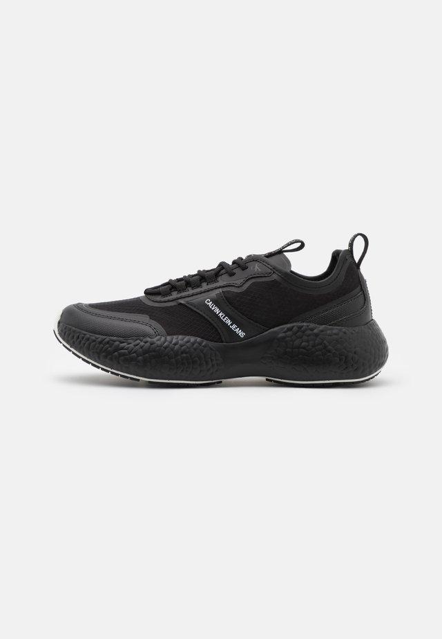 RUNNER  LACEUP  - Sneakersy niskie - full black