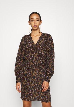 DOLLIE DRESS - Day dress - camo leopard