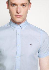 Tommy Hilfiger - SLIM TRAVEL OXFORD - Shirt - calm blue - 4
