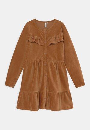 RICE BUTTON DRESS - Jurk - brown
