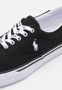 Polo Ralph Lauren - THORTON - Sneakers laag - black/white - 5