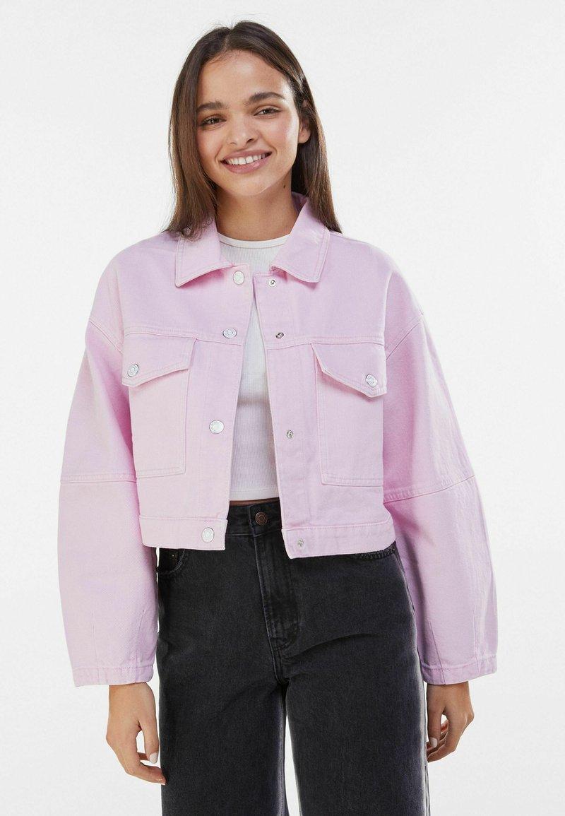Bershka - MIT PUFFÄRMELN  - Denim jacket - pink