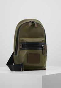 Coach - ACADEMY PACK - Across body bag - light olive - 0