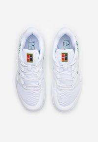Nike Performance - JR VAPOR X UNISEX - Multicourt tennis shoes - white/clover - 3