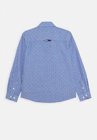 Tommy Hilfiger - STRIPE CLIPPING  - Shirt - blue - 1