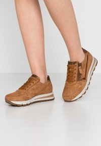 Gabor Comfort - Zapatillas - sattel/whisky - 0