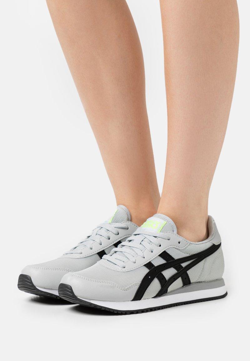 ASICS SportStyle - TIGER RUNNER - Sneakers - glacier grey/black