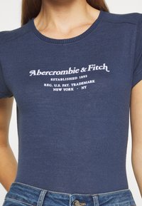 Abercrombie & Fitch - LONG LIFE LOGO - Print T-shirt - navy - 4