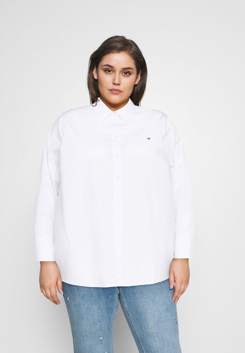 Tommy Hilfiger Curve - POP MONICA - Button-down blouse - optic white