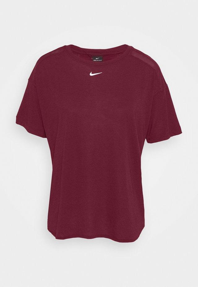 AEROADAPT - Print T-shirt - dark beetroot/metallic silver